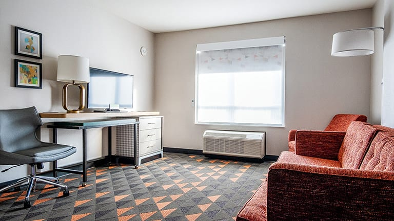 A wheelchair accessible living room at The Holiday Inn & Suites Philadelphia West, Drexel Hill