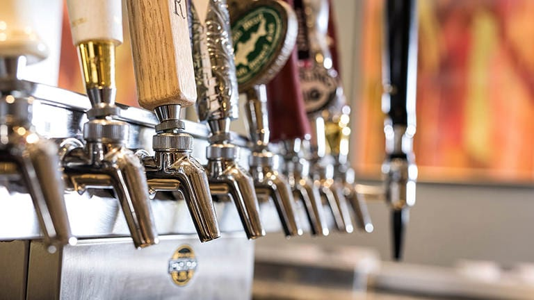 STREETLIGHT proudly carries hyper local drafts as well as crowd favorites.