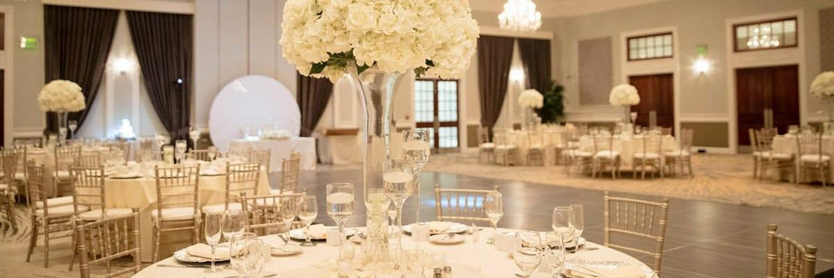 White color scheme wedding seating setup