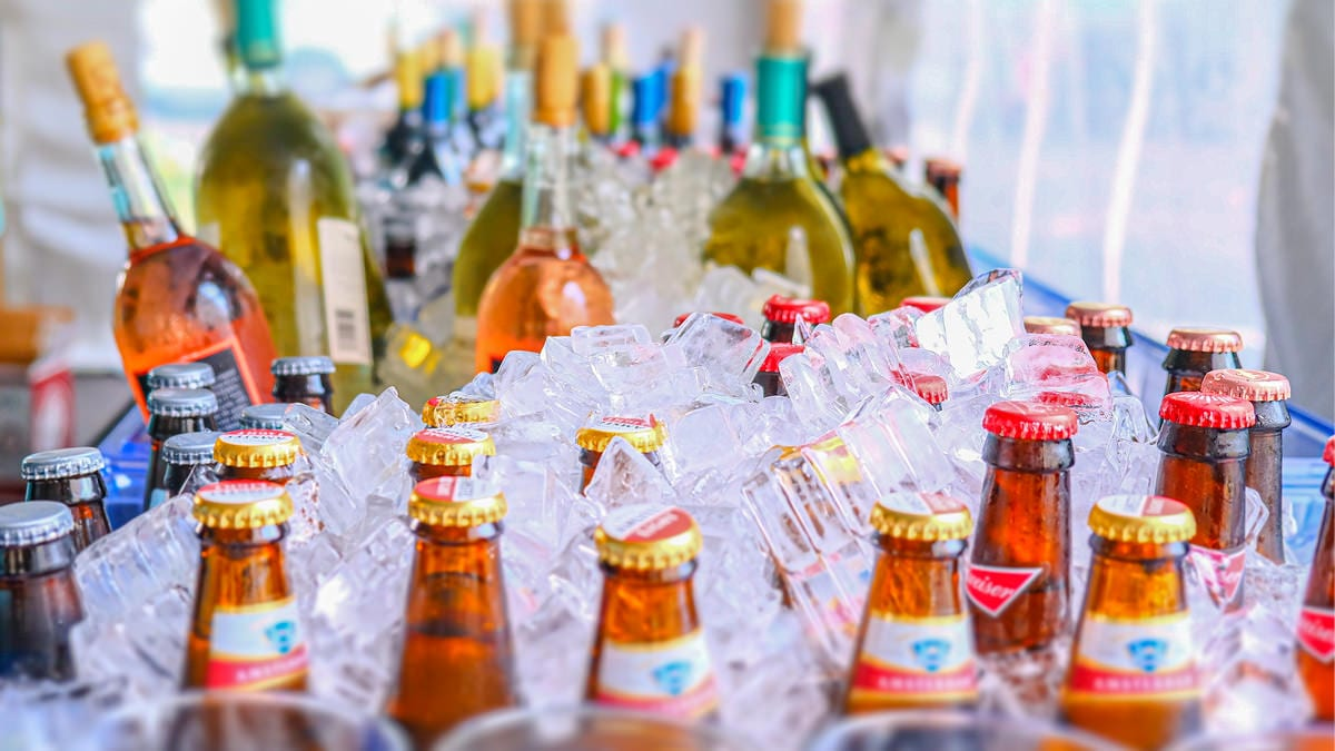 Chilled wines and beers for even beverage service