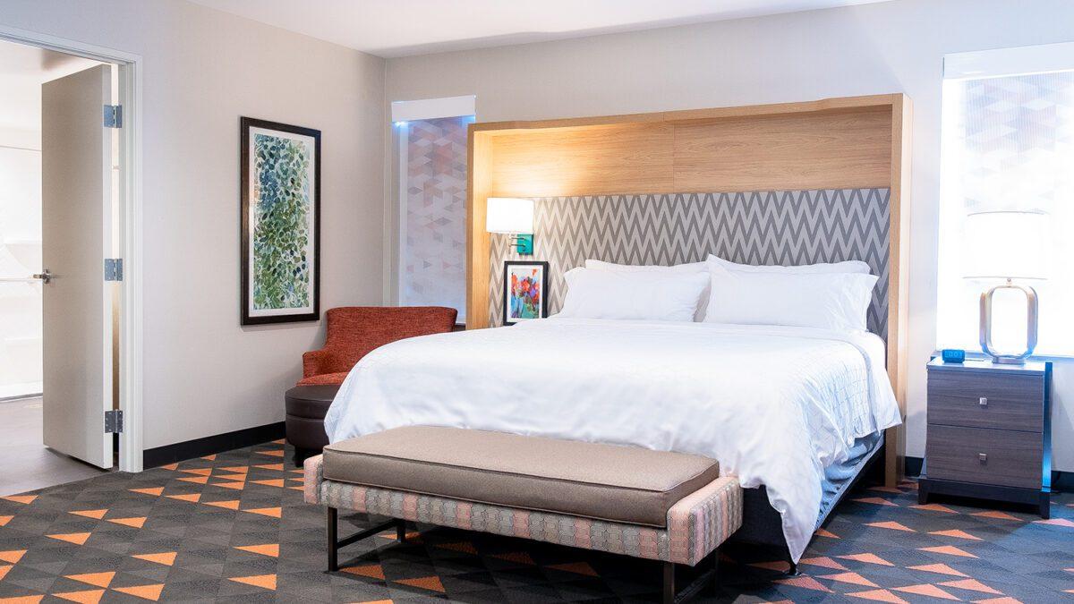 Holiday Inn Deluxe Suite Bedroom